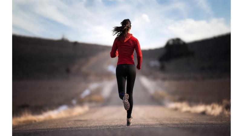 只要抬高膝蓋跑步就能瘦小腹?邊跑邊瘦肚子的秘訣底加啦!/