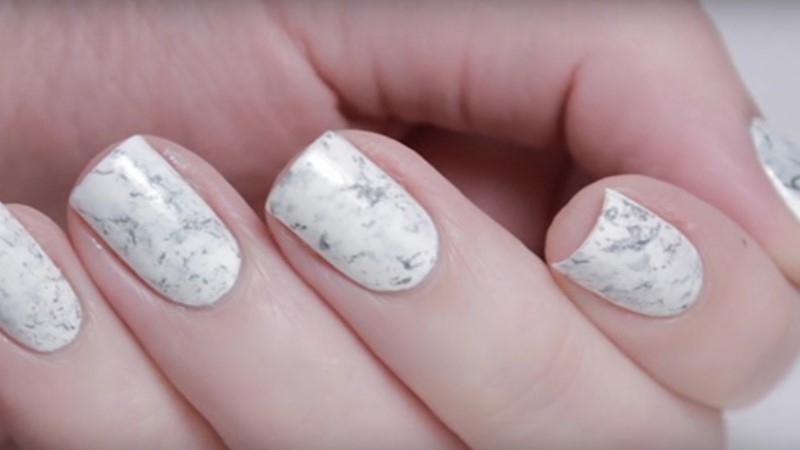 只要多用一個塑膠袋,輕鬆完成絕美《大理石紋指甲彩繪》!