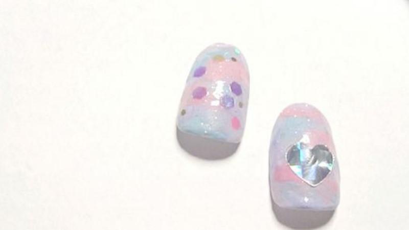 《粉彩銀河指彩5步驟畫法》絕對不是光療!用3個顏色就能在家DIY夢幻可愛風