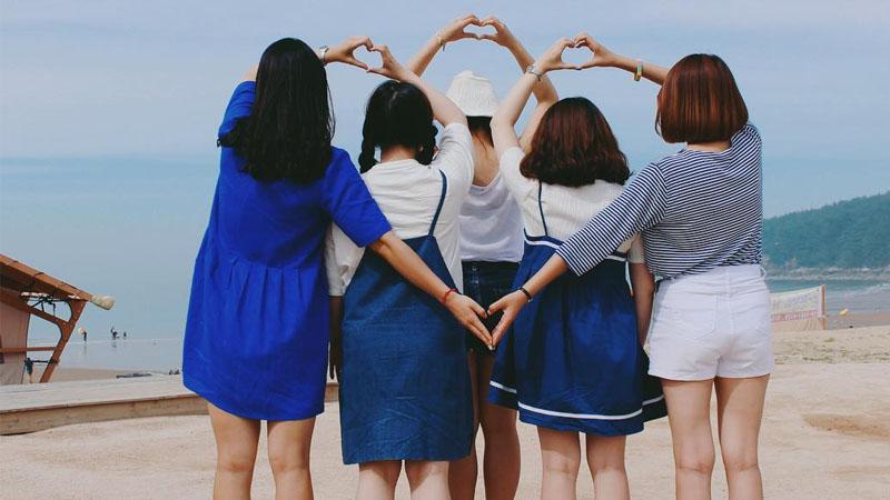 拍團體照不要再呆站一排比YA了,換點姿勢好嗎?讓你瞧瞧韓國學生們的「百讚團體POSE必殺技」TOP5!